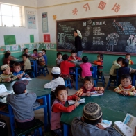 Heping Village Primary School, Dongxiang County. Gansu province, China. Schoolroom and children Photo: Liang Qiang / World Bank